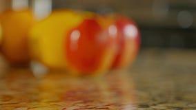 Glijdende klem van geassorteerde vruchten stock video