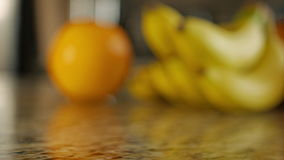 Glijdende klem van geassorteerde vruchten stock footage