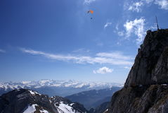 Glijscherm in bergen Royalty-vrije Stock Foto's