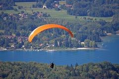 Glijscherm boven Meer Annecy Royalty-vrije Stock Foto's