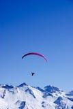 Glijscherm in de Alpen Stock Foto's