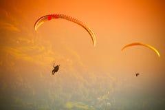 Glijscherm die bij Zar Berg Bielsko vliegen Royalty-vrije Stock Fotografie