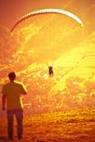 Glijscherm die bij Zar Berg Bielsko vliegen Stock Afbeeldingen