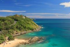 Glijscherm die over het water bij phuket Thailand vliegen Royalty-vrije Stock Afbeeldingen