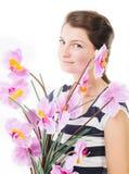 Glimlach tussen orchideeën royalty-vrije stock afbeelding
