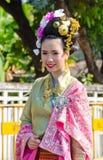 Glimlach van Dame in het Festival zesendertigste van de Bloem Chiangmai. Stock Afbeeldingen