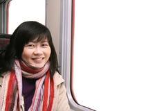 Glimlachend Aziatisch Meisje door Venster stock fotografie
