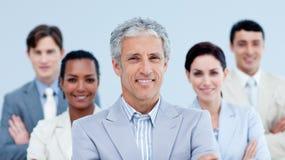 Glimlachend commercieel team dat etnische diversiteit toont Royalty-vrije Stock Foto