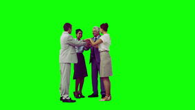 Glimlachend commercieel team in langzame motie die bij hun handen aansluiten zich Stock Afbeelding