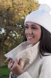 Glimlachend donkerbruin meisje Stock Fotografie
