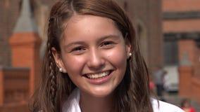 Glimlachend en Opgewekt Tienermeisje Royalty-vrije Stock Foto's