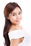 Glimlachend, gelukkige, positieve, vrolijke vrouw die u bekijken Royalty-vrije Stock Fotografie