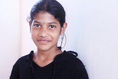 Glimlachend Indisch Dorpsmeisje Royalty-vrije Stock Foto's