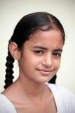 Glimlachend Indisch meisje Royalty-vrije Stock Afbeeldingen