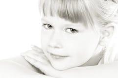 Glimlachend jong meisje Royalty-vrije Stock Afbeelding