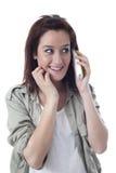 Glimlachend Kaukasisch meisje die op de telefoon spreken Royalty-vrije Stock Fotografie