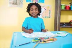 Glimlachend kind die een beeld creëren Stock Afbeeldingen