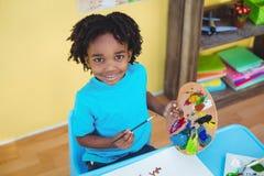 Glimlachend kind die een beeld creëren Royalty-vrije Stock Afbeeldingen