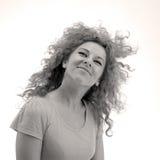 Glimlachend krullend-haired meisje Stock Foto