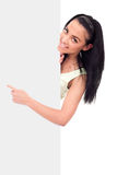 Glimlachend meisje dat op een lege raad richt Royalty-vrije Stock Fotografie