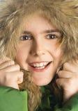 Glimlachend meisje in een bontkap Stock Fotografie
