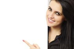 Glimlachend meisje met aanplakbord Stock Foto