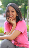 Glimlachend meisje met acne op haar gezicht royalty-vrije stock afbeeldingen