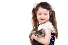 Glimlachend meisje met een kat Royalty-vrije Stock Afbeeldingen