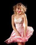 Glimlachend meisje met fladderende kleding Stock Foto