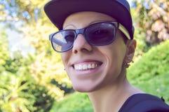 Glimlachend meisje met GLB Stock Foto's