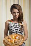 Glimlachend meisje met paaseieren Royalty-vrije Stock Afbeelding