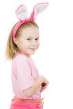 Glimlachend meisje met roze orenkonijntje stock afbeeldingen