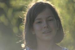 Glimlachend meisje met steunen Royalty-vrije Stock Foto's