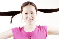 Glimlachend meisje met twee vlechten Stock Fotografie