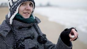 Glimlachend meisje met zeeschelp Royalty-vrije Stock Fotografie