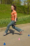Glimlachend Meisje Rollerskating Royalty-vrije Stock Foto's