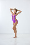 Glimlachend meisje in swimwear Stock Afbeeldingen