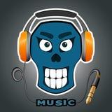 glimlachend schedel met muziek in hoofdtelefoons, hoofdtelefoon Stock Foto's