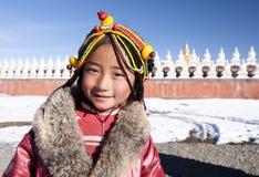 Glimlachend tibetan meisje stock foto's