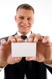 Glimlachend uitvoerend holdingsadreskaartje royalty-vrije stock afbeelding