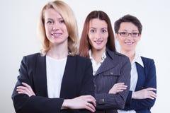 Glimlachend zakenlui die zich verenigen stock afbeelding
