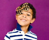 Glimlachende Amerikaanse Afrikaanse jongen Royalty-vrije Stock Foto's