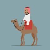 Glimlachende Arabische zakenman die op kameel berijden Stock Foto's