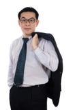 Glimlachende Aziatische Chinese mens die kostuum het stellen met zeker dragen Royalty-vrije Stock Fotografie
