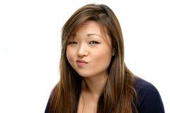 Glimlachende Aziatische Vrouw in Blauw Overhemd Royalty-vrije Stock Foto