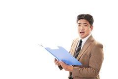 Glimlachende Aziatische zakenman stock foto's