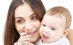 Glimlachende baby in moederhanden #2 royalty-vrije stock fotografie