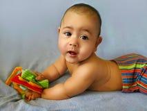 Glimlachende babyjongen in heldere borrels Royalty-vrije Stock Foto