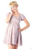 Glimlachende blonde in roze Royalty-vrije Stock Foto