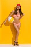 Glimlachende de Zomervrouw in Roze Bikini Royalty-vrije Stock Fotografie
